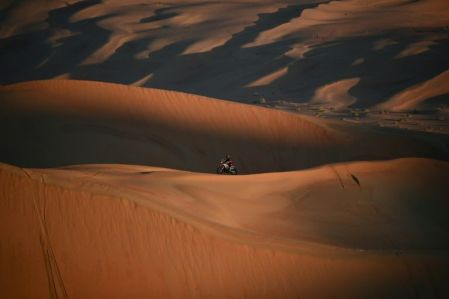 A motorcyclist at the Dakar 2020 Rally (AFP Photo/FRANCK FIFE)